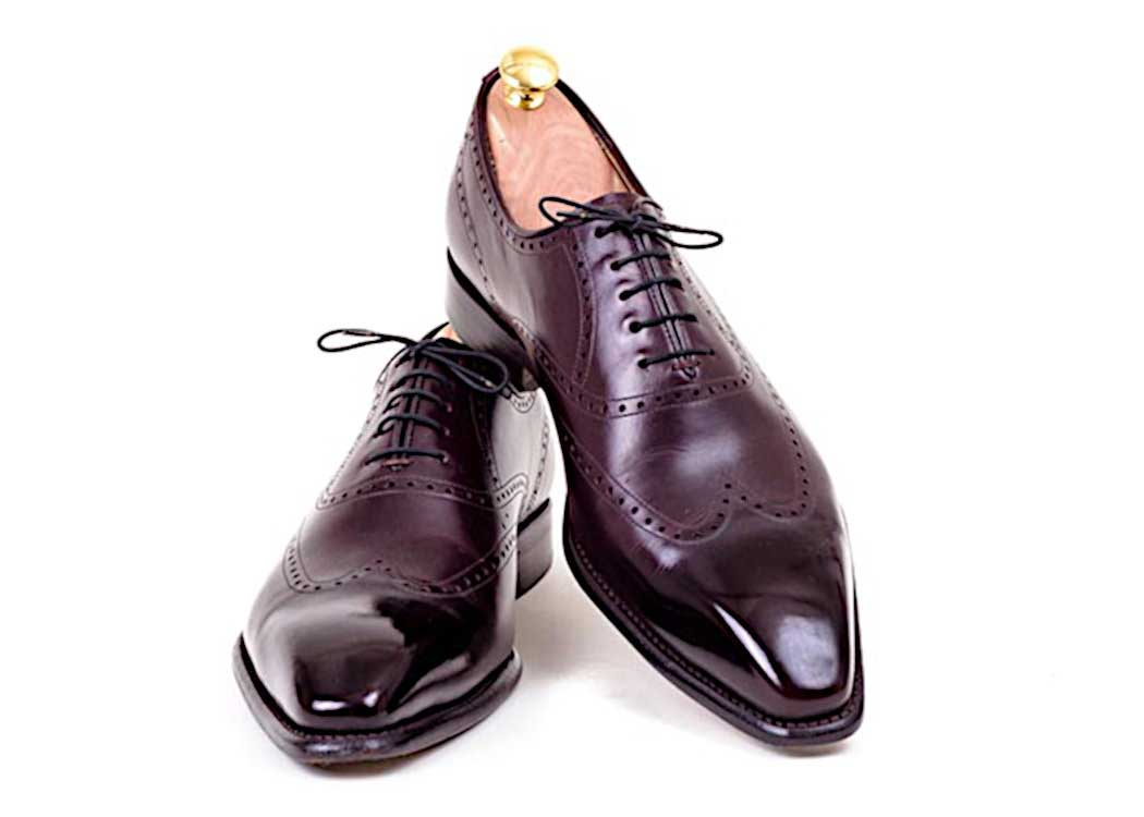 Mirror shine with Shoe Polishing Wax for gent's shoes